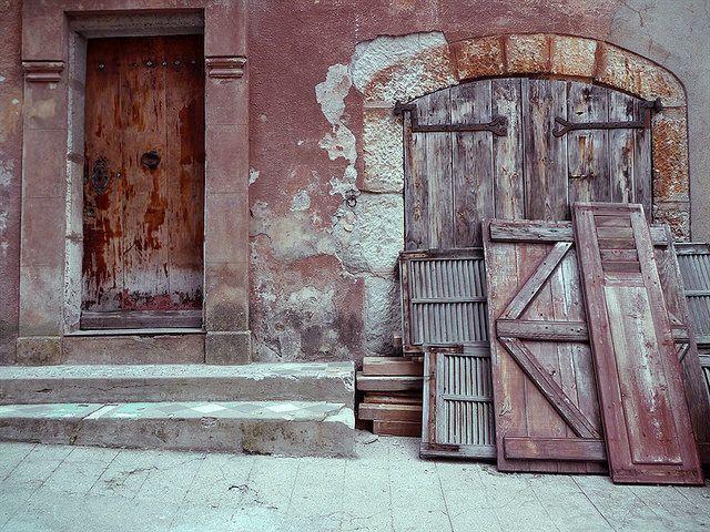 portes rouge