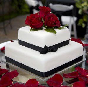 Un ejemplo para torta con flores naturales