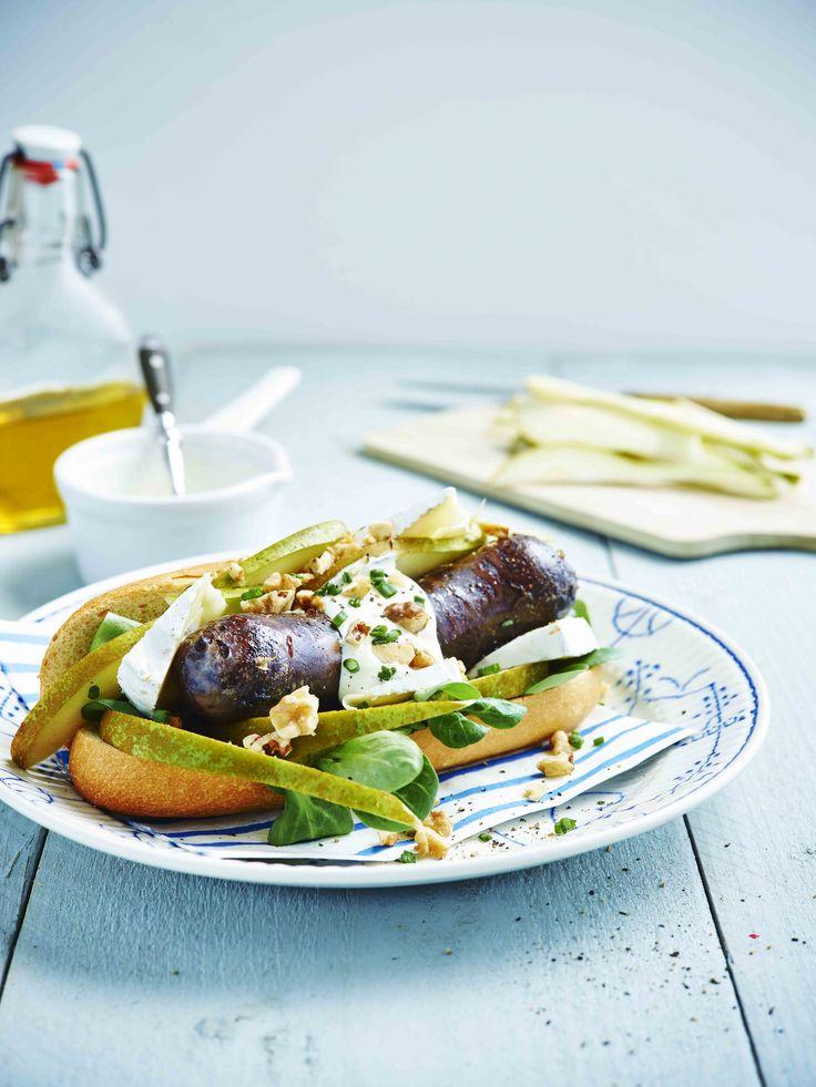 Een overheerlijke hotdog met zwarte pens, die maak je met dit recept. Smakelijk!