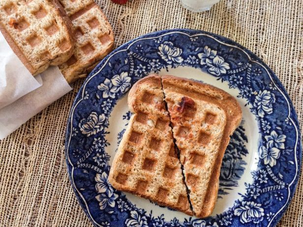 Transform leftovers into simple, satisfying lunches like these Waffle-Pressed Pizza Pockets. Kids will love them! #BackToSchool: Dinner, Waffle Pressed, Sandwiches, School Lunch, Pizza Pockets, Sliced Bread, Food, Describe, Waffles