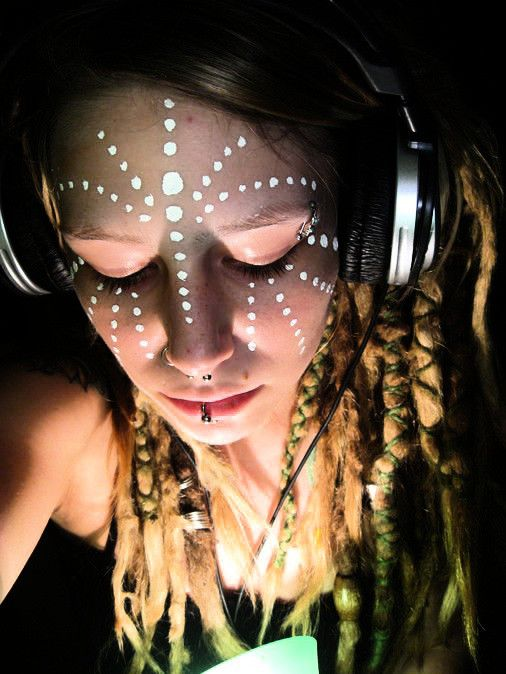 DJane | Love the tribal face paint #dreadlocks