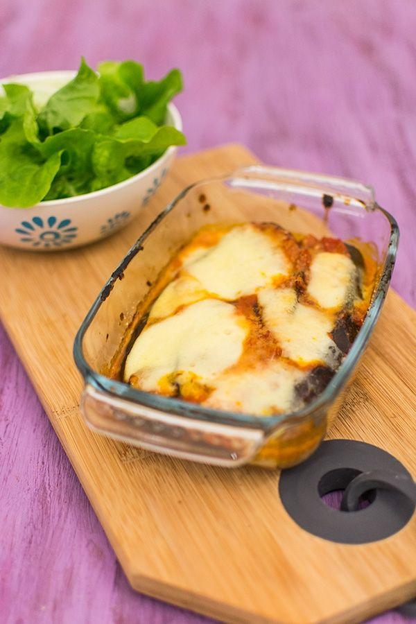 Recette de Gratin d'aubergines, recette facile d'aubergines grillées et gratinées à la mozzarella et à la sauce tomate. Facile et rapide.