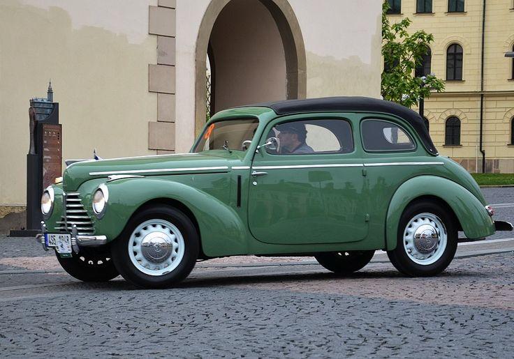Poválečná Škoda 1101 (a později 1102), motoristickou veřejností zvaná tudor, nebyla  nic jiného než překarosovaná Škoda Popular 1101 z roku 1940.