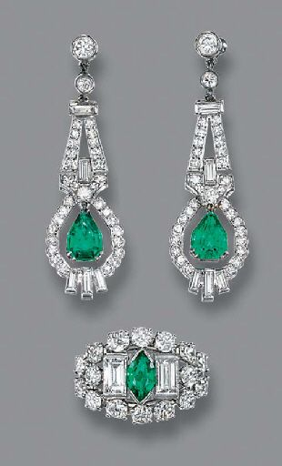 A PAIR OF ART DECO EMERALD AND DIAMOND EAR PENDANTS AND A RING - Each designed as a pear-shaped emerald drop suspended from a baguette and single-cut diamond surround to the geometric surmount, circa 1930