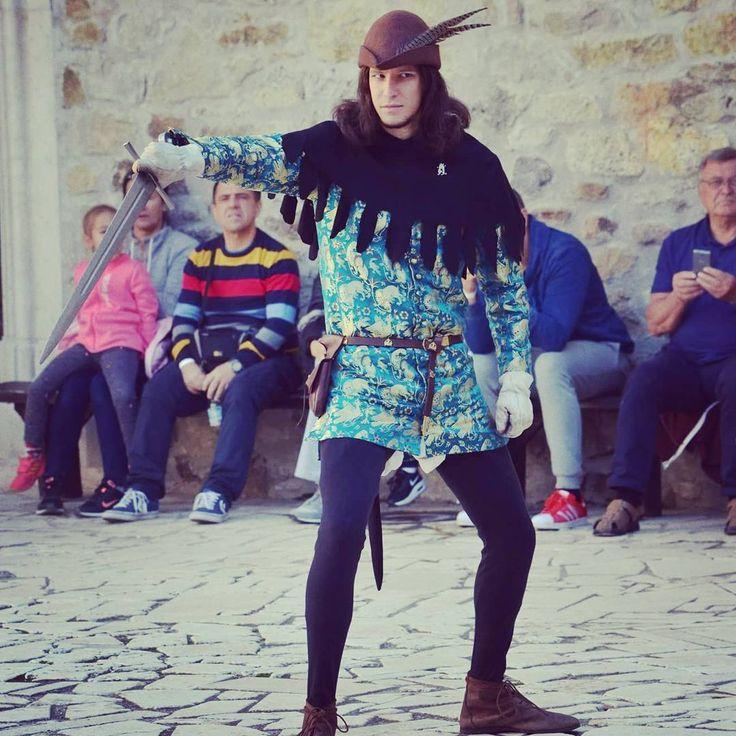 Some courtly swordfight. Ich fechte im Gericht des Königs. Sword by @hemish_knife #history #medieval #mittelalter #14century #reenactment #14centuryreenactment #knight #ritter #sword #schwert #fight #kampf #fence #fechten