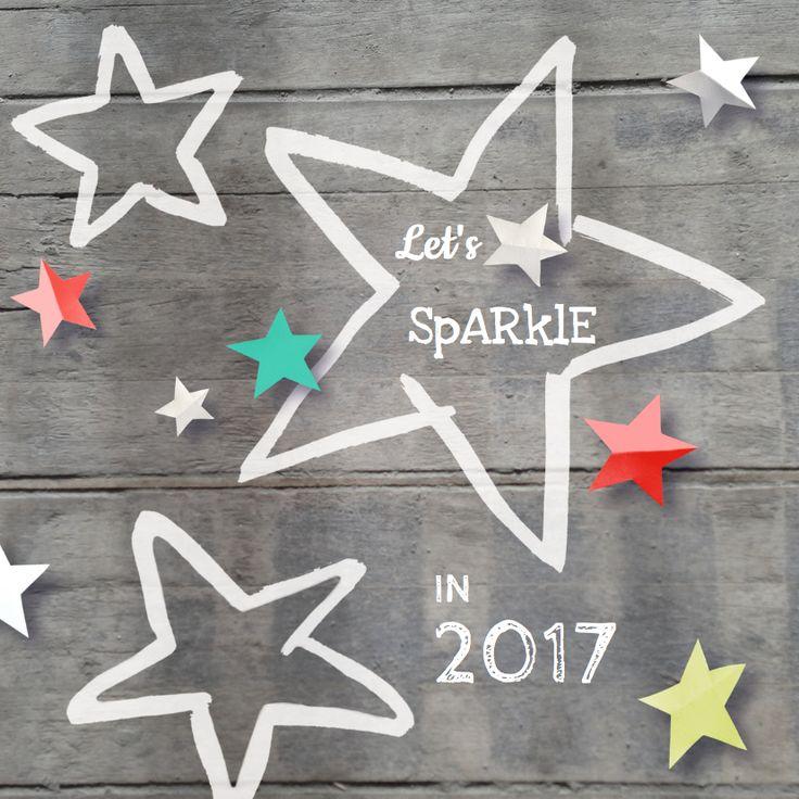 Nieuwjaarskaart met illustratie van papieren sterren op hout, verkrijgbaar bij #kaartje2go voor € 11,95