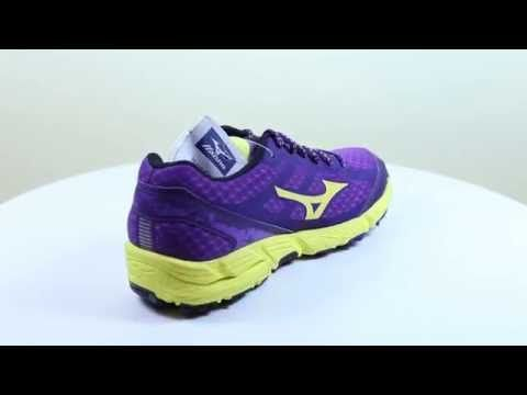 Mizuno Wave Kien női futócipő lila. Neutrális, pronáló és szupináló futóstílusúaknak is ajánlott. A Mizuno Wave egyedülálló technológiája biztosítja a futócipők két legfontosabb elemét, a kényelmet és a stabilitást. OLVASS TOVÁBB!