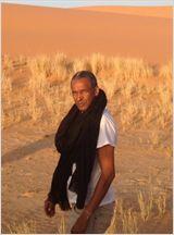 Timbuktu, Le Chagrin des oiseaux / Sissako. Le 22 juillet 2012, à Aguelhok, une petite ville du Nord du Mali, alors qu'un jeune couple vit heureux avec leurs 2 enfants, ils se font assassiner. Leur crime était de ne pas être mariés...