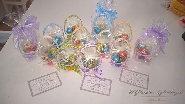 per augurare una buona #Pasqua ai suoi colleghi, una nostra cliente ha scelto questi piccoli #cestini!!! cestini all'uncinetto con ovetti di cioccolata!