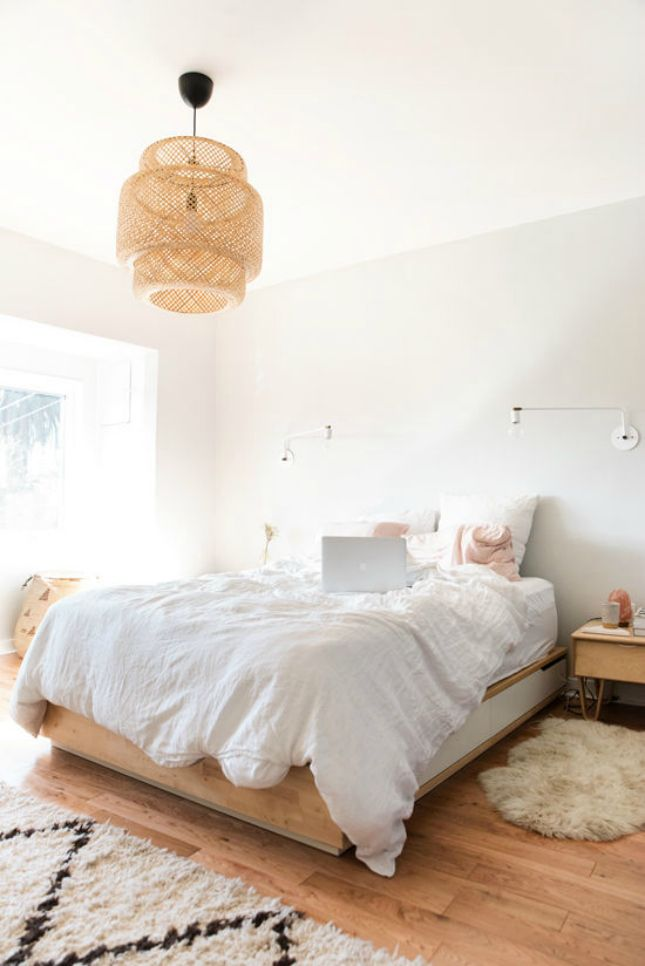 This room has an au natural charm, with its unfinished wood + luscious white bedding.