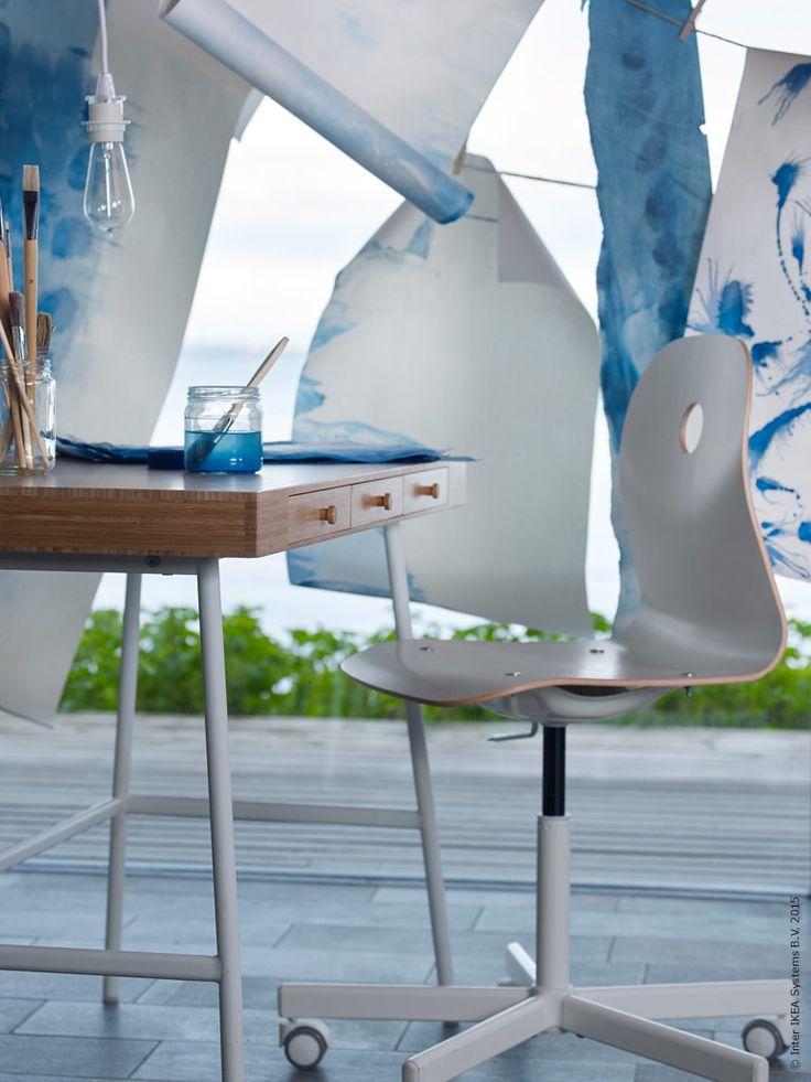 Lagom tills dess att höstens rutiner fallit på plats kommer skrivbordet LILLÅSEN till IKEA varuhusen. Michael Axelsson designade oktober-nyheten LILLÅSEN med målet att skapa en arbetsplats som ger en hemmakänsla snarare än kontorsfeeling.