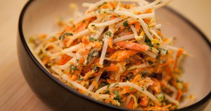 Découvrez cette recette de Salade de fèves germées et carottes râpées pour 4 personnes, vous adorerez!