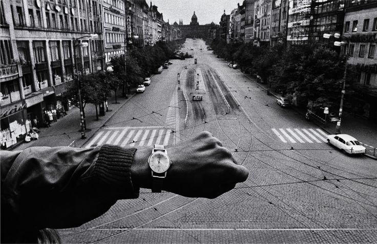 Josef Koudelka. CZECHOSLOVAKIA. Prague. August 1968. Warsaw Pact troops invasion.
