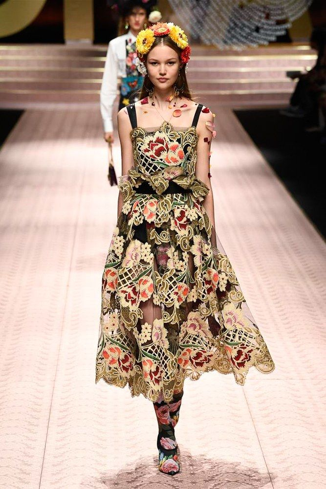 89c433cb10b Dolce   Gabbana Spring 2019 Ready-to-Wear Fashion Show in 2019 ...