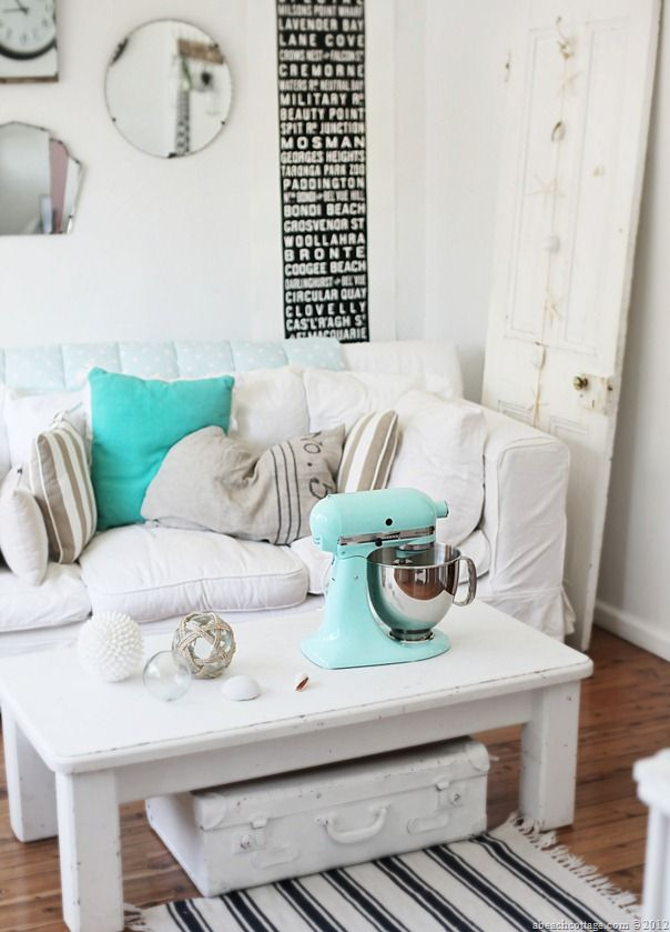 IN MY LIFE: Vintage Furniture and Decoration Recovered