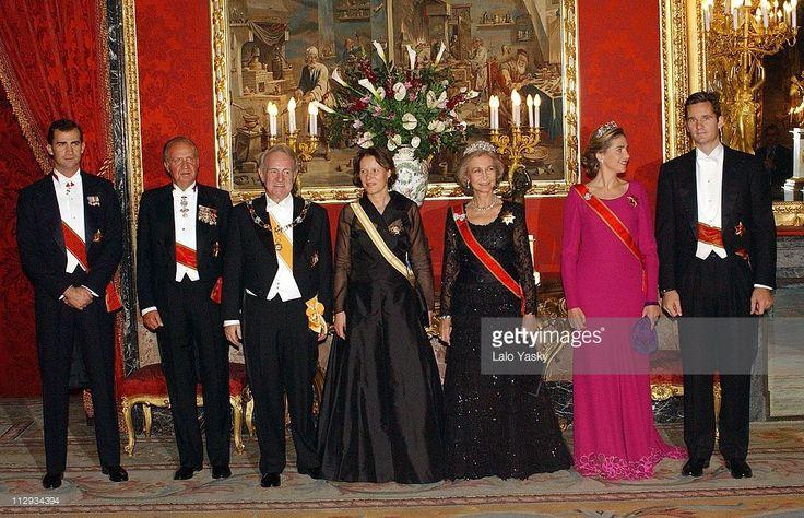 Crown Prince Felipe of Spain, King Juan Carlos, German President Johannes Rau and wife Christina Rau, Queen Sofia, and Princess Cristina with husband Inaki Urdangarin