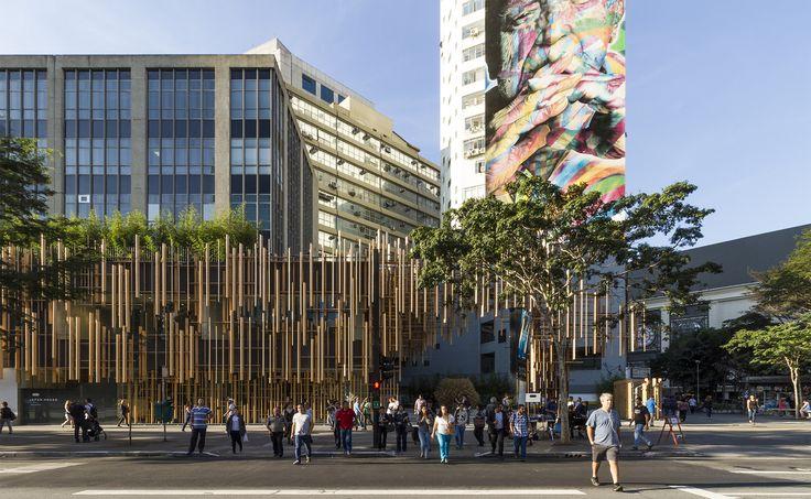 A casa tem projeto do consagrado arquiteto japonês Kengo Kuma, em parceria com o escritório paulistano FGMF Arquitetos, e abrigará, em 2017, oito exposições. Selecionadas pelo curador Marcello Dantas, diretor de programação, a primeira delas leva o nome Bambu – Histórias de um Japão* e revela uma cronologia visual de mais de 150 anos de arte em bambu.