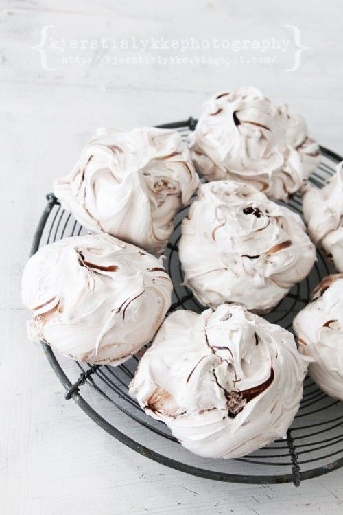 Nutella Meringues Oooo! Now there's a great, low-cal, tasty desert option.