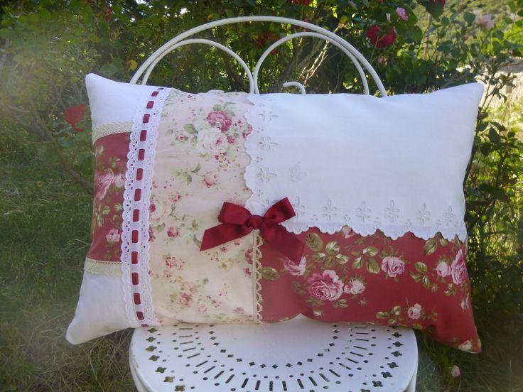 GRAND COUSSIN SHABBY CHIC , IMPRIMES DE ROSES ET LINGE ANCIEN ANCIENS : Textiles et tapis par le-mas-de-scintille