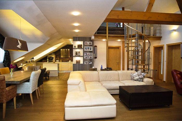 зал, четырехкомнатная квартира на продажу, район Ружинов, Братислава, Словакия.