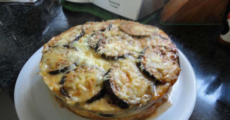 Después de mucho tiempo reabro de nuevo con este magnifico pastel de berenjenas. La receta es original de Mirian Heredia Sanchez y yo l...