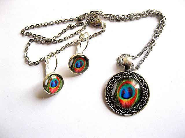 #Colier, #pandantiv si #cercei cu #pana de #paun, #set #bijuterii pana de paun / #model de pana de paun in #culorile: #rosu, #verde, #albastru si #negru http://handmade.luxdesign28.ro/produs/colier-pandantiv-si-cercei-cu-pana-de-paun-set-bijuterii-pana-de-paun-29601/