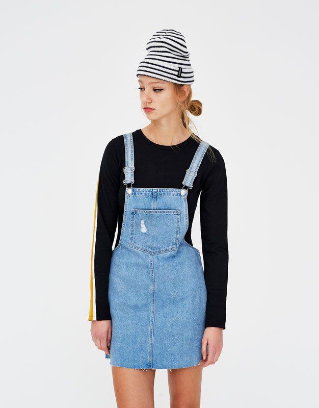 Peto falda denim con bolsillos - Petos y monos - Ropa - Mujer - PULL BEAR  España 8c55a88fb607