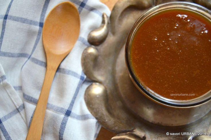 Sos caramel cu sare - butterscotch. Sosul acesta caramel este unul dintre favoritele mele, mai ales ca este usor sarat. Sarea grunjoasa (sau fulgii fini de