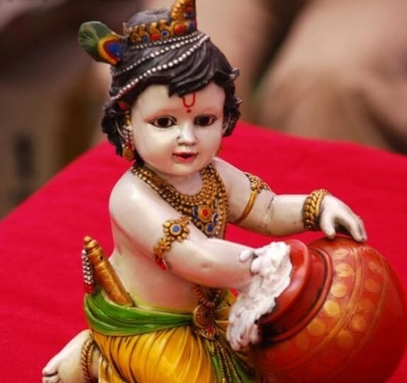 The fans, who watch quick on Janmashtami, ought to have a lone single dinner daily before Janmashtami. On fasting day, aficionados take Sankalpa to watch a day-long quick and to break it on the following day when the two Rohini Nakshatra and Ashtami Tithi closes according to Marathi Calendar 2018.