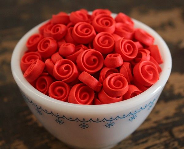 LOVE these ribbon roses!