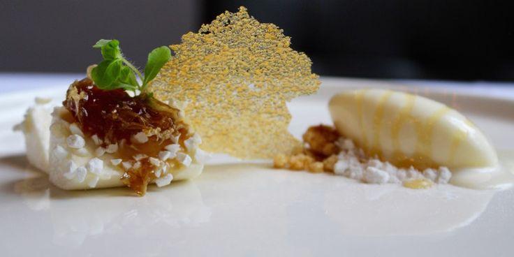 Diverse componenten van yoghurt met honing van de 'Brabantse wal', Restaurant Hemingway, Bergen op Zoom.