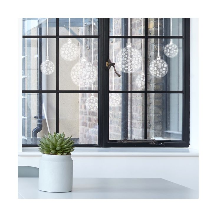 Window stickers with Christmas baubles of snowflakes | Kerstversiering.nl