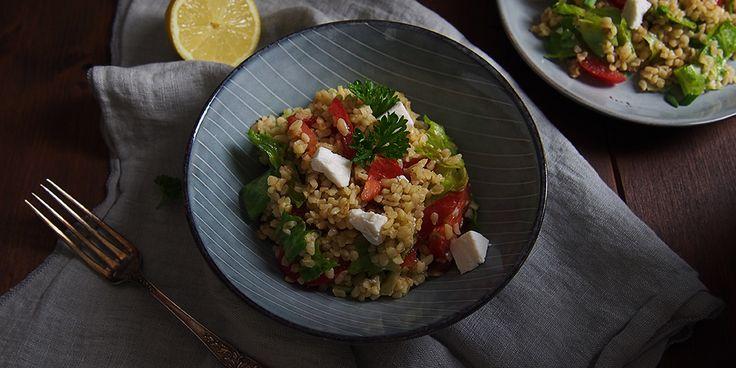 Hľadáte návod na to, ako pripraviť bulgur? Vyskúšajte tento recept na bulgur so zeleninou a kozím syrom a pochutnajte si na skvelom obede či večeri.