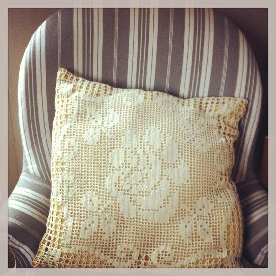 Crochet pillow with Tapestry   coussin en crochet et par Shmscode, €20.00