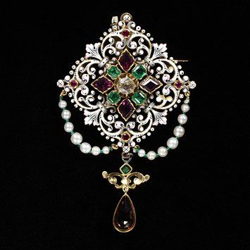 Gold #brooch set with garnets, emeralds, and rubies, Paris, 1855. l Victoria and Albert Museum