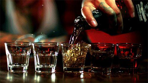 """""""Vamos a emborracharnos juntos, así puedo darte un beso y echarle la culpa al vodka."""""""