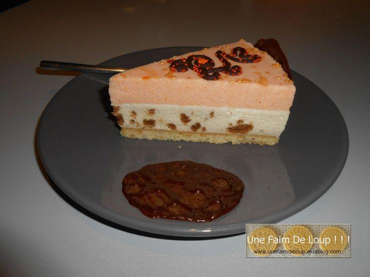 Bavarois aux mousses caramel speculoos & mousse abricot sur palet breton pralin + tuile carambar http://unefaimdeloup.eklablog.com/bavarois-palet-breton-pralin-mousse-caramel-speculoos-mousse-abricot-a94378080