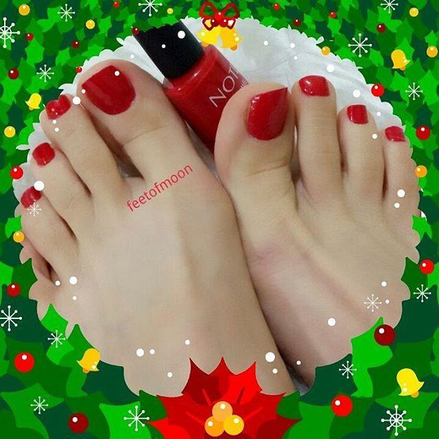 Ready for New Year  #redtoes#feet#foot#ayak#füsse#hot#pied#piedi#pezinhos#prettyfeet#toes#nails#heels#nylons#whitefeet#teenfeet#footmodel#footfetishnation#instafeet#footfetish#beauty#toering#like4like#feetofmoon