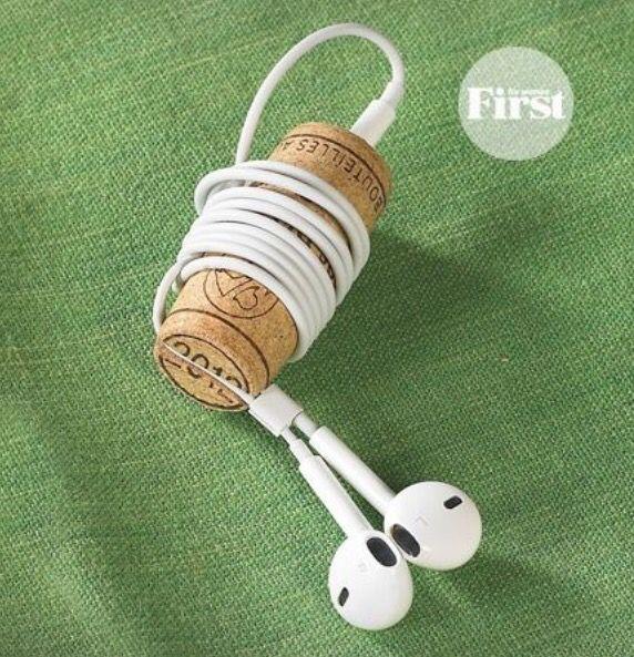 Porta audífonos con corcho