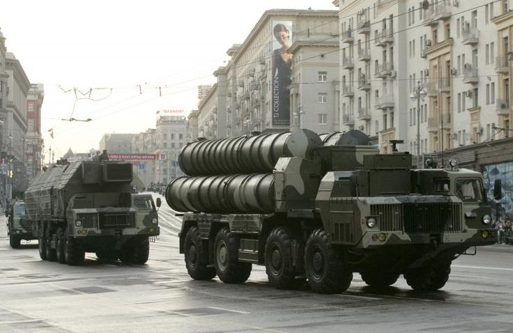 Russian S-300 anti-missile rocket system moves along a central street during a rehearsal for a military parade in Moscow, May 4, 2009.
