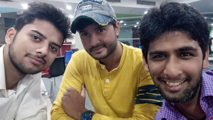 Had a great fun in cafeteria with office colleagues 😋😎 #Thursday #Photography 😍👍#Photoshoot #ThursdayThoughts #whitelove #OfficeFun #Friends 💖 #GreenBoulevard #Noida https://twitter.com/Imvikaskohli/status/931571951767654400?s=17