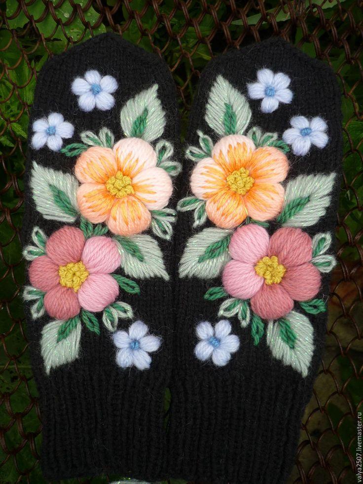 """Купить Варежки ручная вышивка""""РАЗНОЦВЕТНЫЕ ЦВЕТЫ"""" - комбинированный, цветочный, варежки, варежки ручной работы"""