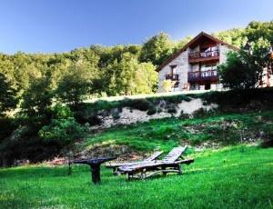 Relájate admirando la naturaleza, vive una escapada para 2 en Lleida con 1 noche en Hotel Mas Vinyals, desayuno y más por un precio excepcional.
