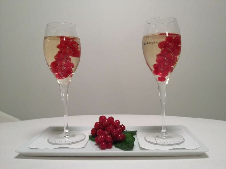 champagne gooseberry !!!  http://www.hotel-7eiffel-paris.com/index.html