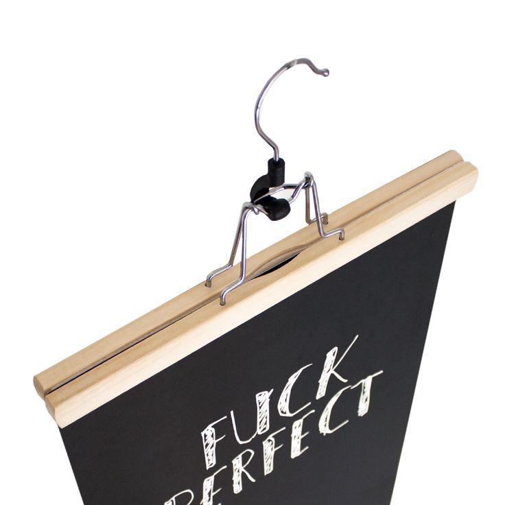 Houten hanger, poster ophangen, fuck perfect poster, print - www.fabrikten.nl