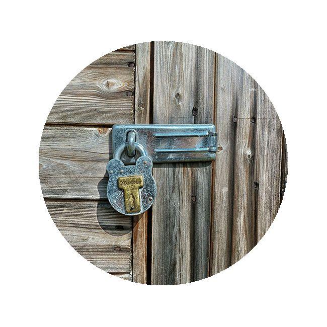 Med ett bra säkerhetsskydd för hemmets fönster, altan- och entredörrar kan man förrebygga inbrott. Läs våra konkreta råd och checklista hos SSF!