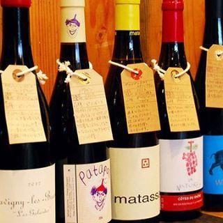 ワインは70種類以上、ボトル¥1,980〜、グラス¥400〜🍷 フランスはもちろんニューワールド、ヴァンナチュールまで幅広くご用意してます😆 店内のセラーでボトル見ながら選べます☆ 今日も17:00〜24:00。 #ビストロ11 #ビストロオンズ #オンズ #ビストロ#元気ファクトリー#大阪#天満#ワイン#ヴァンナチュール#🍷#🍖 #肉#タパス