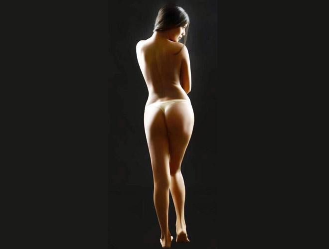 Poonam Pandey's leaked nude photo takes Twitter by storm  http://www.filmyboxoffice.com/news/poonam-pandey-s-leaked-nude-photo-takes-twitter-by-storm.html