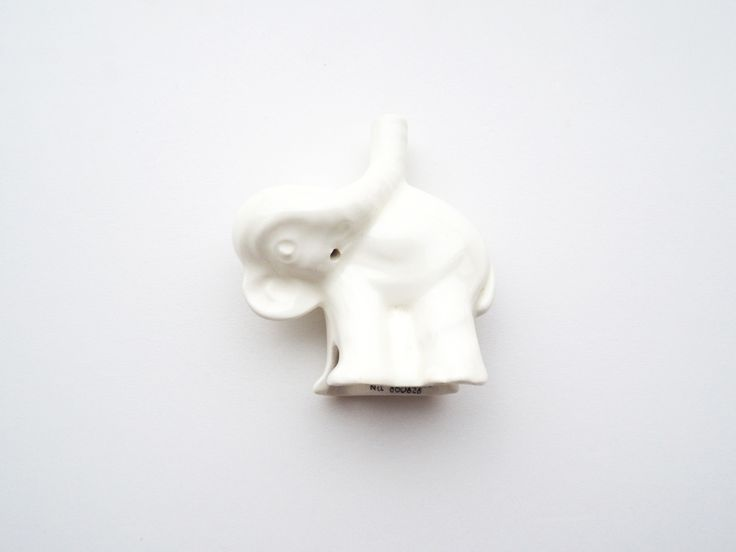 Nutbrown Elephant Pie Funnel. Allows steam to escape and prevents juices from overflowing whilst adding support. http://www.nutbrownkitchen.com
