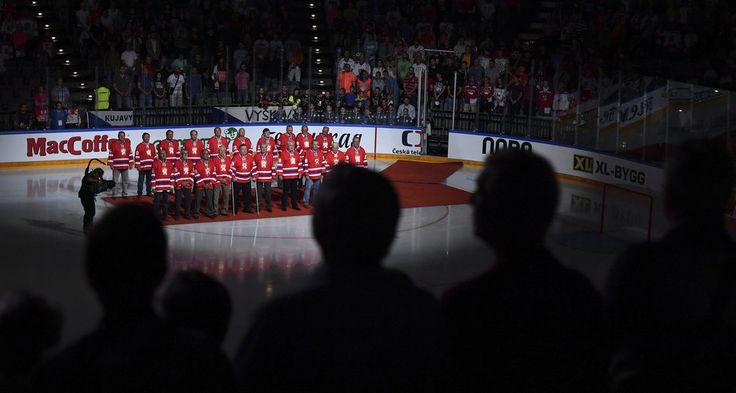 Poděkování československým hokejovým legendám před duelem Česko - Rusko v přípravě na Světový pohár